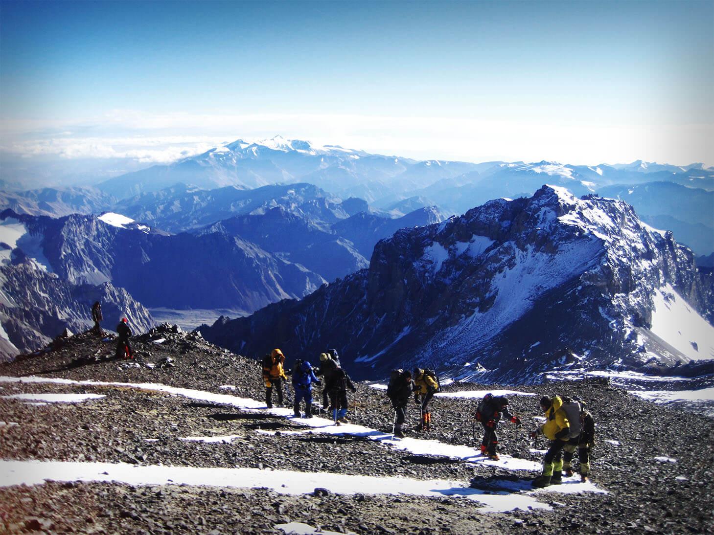16-trekking-to-summit11