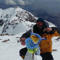 Certificación: Guía de Montaña (EPGAMT) Experiencia como Guía: 8 años Cumbres en Aconcagua: 11 (2018) Idiomas: Español /Inglés
