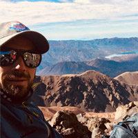 Certificación: Guía de Trekking (EPGAMT) Experiencia como Guía: 8 años Cumbres en Aconcagua: 12 (2018) Idiomas: Español /Inglés